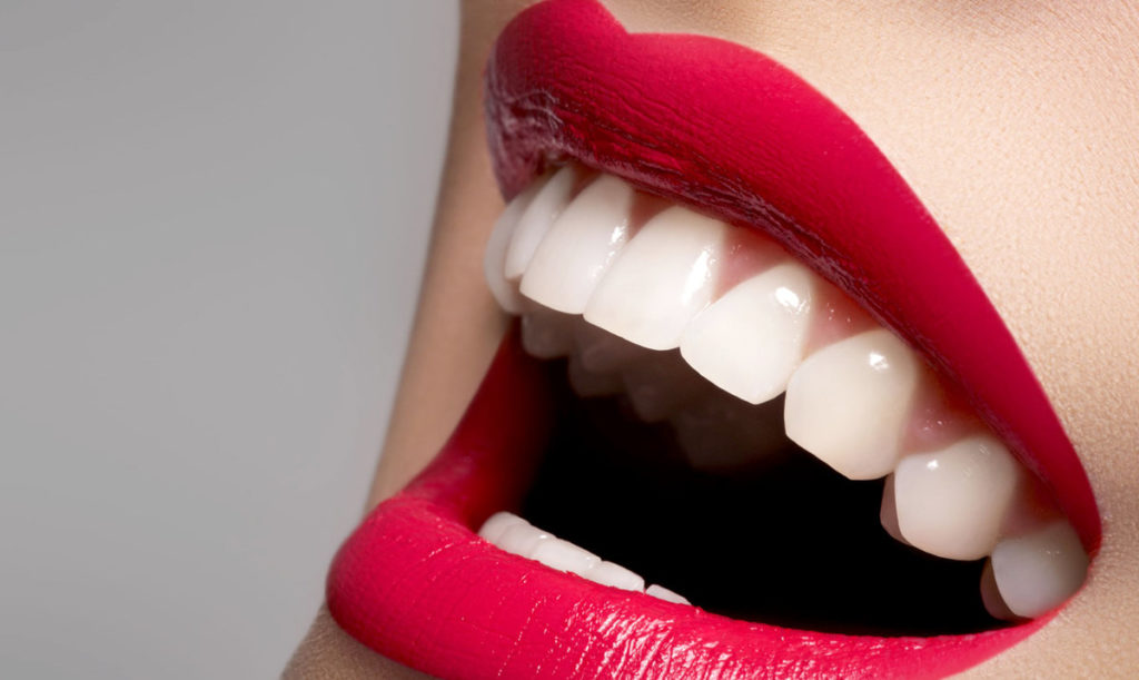 Белые зубы в домашних условиях - 8 хитростей.