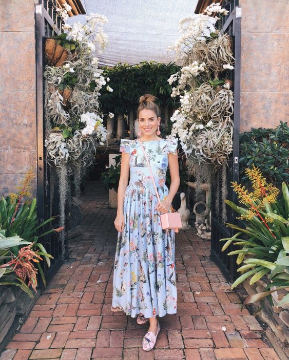 Подборка фантастических платьев с цветочным принтом. Женственные образы для яркого лета.