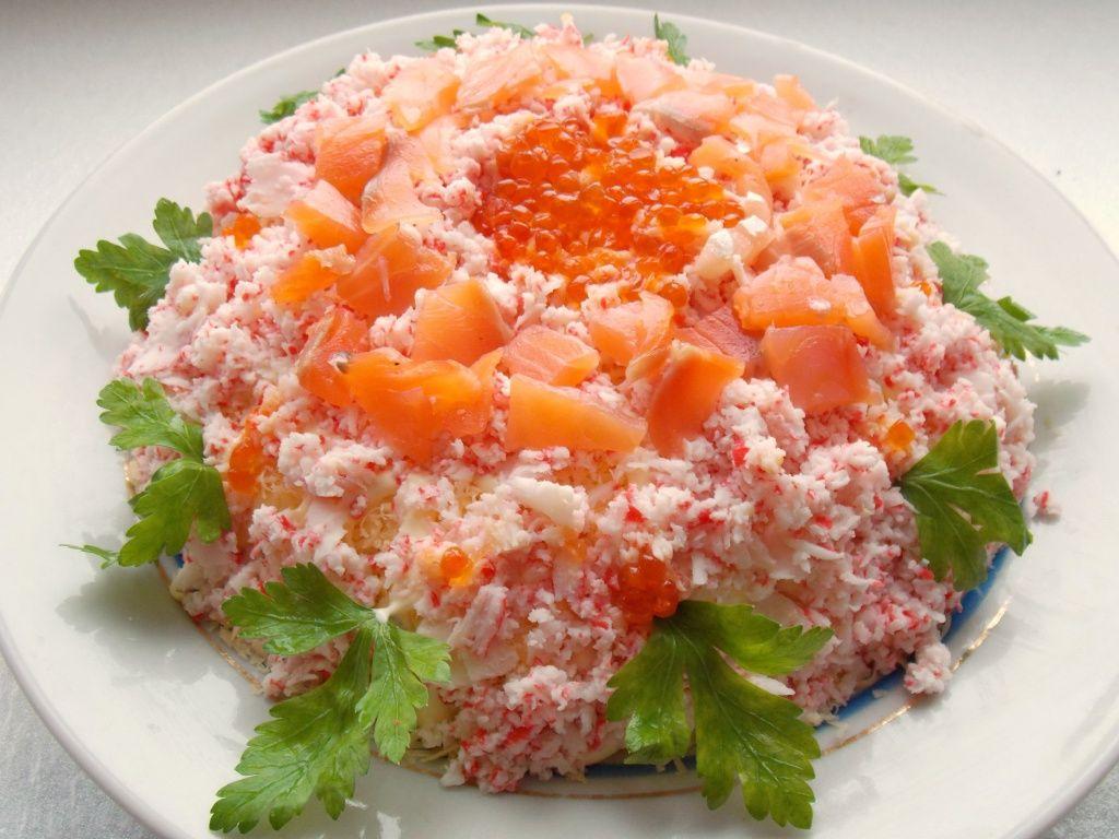Праздничный слоёный салат «Самоцветы»