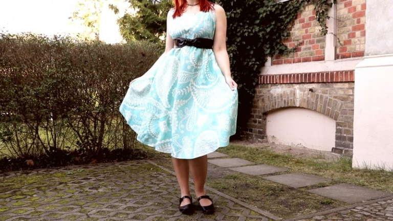 Платье без ниток и иголки! 4 раза сложить, 3 раза отрезать и готово!