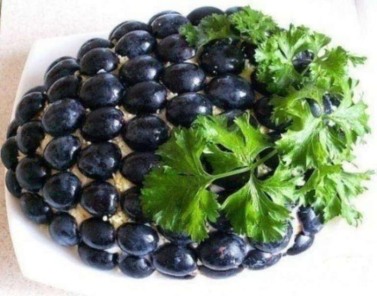 Шикарный слоеный салат для праздничного стола «Тиффани»