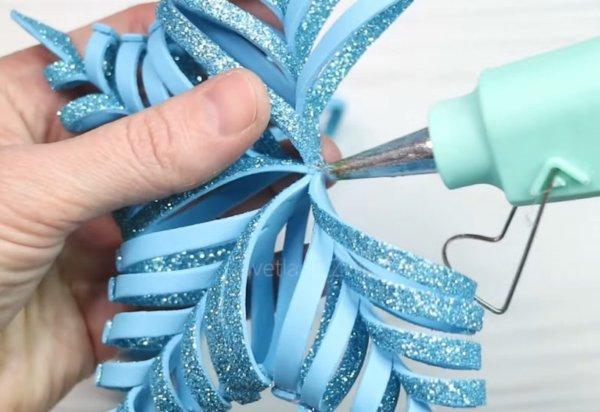 Шикарная снежинка из глиттерного фоамирана, которая украсит вашу елочку