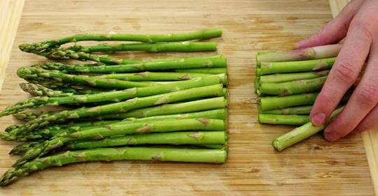 Спаржа является щелочной пище для очищения почек и защиты здоровья печени