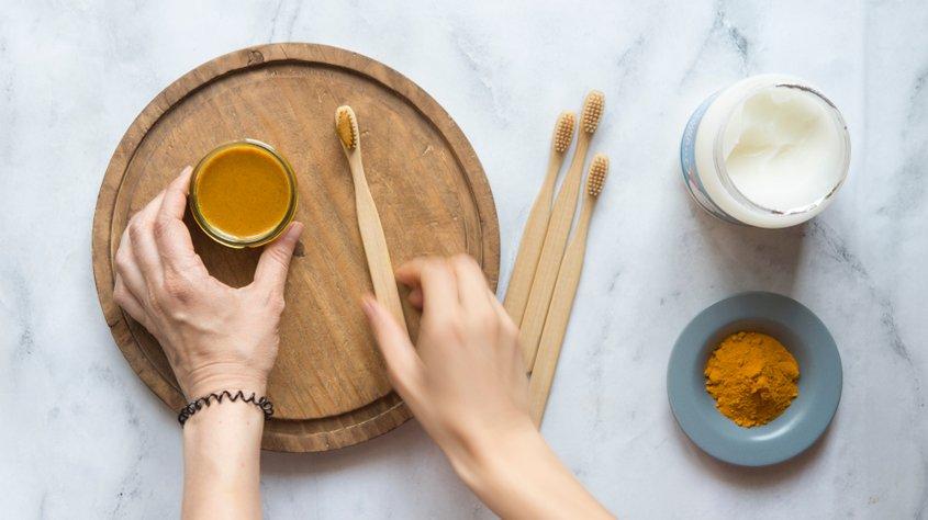 Рецепт зубной пасты из куркумы для лечения кариеса и естественного отбеливания зубов